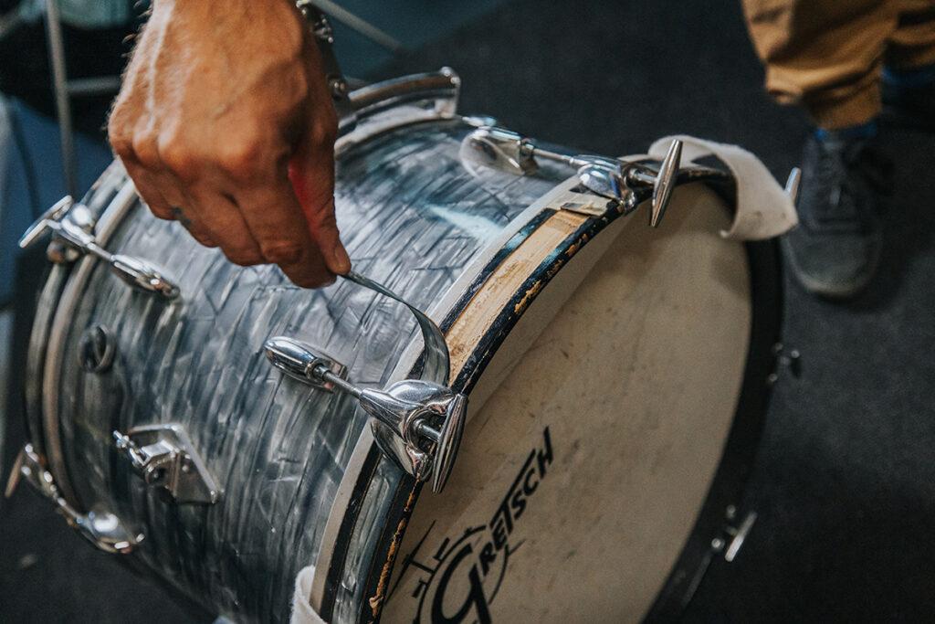 peeling bass drum